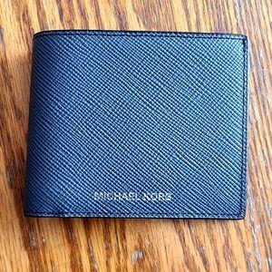 ⬇️💲⬇NWT‼️💯 Authentic Michael Kors Bi-Fold Wallet